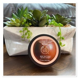FREE with Purchase  THE BODY SHOP Mini Body Butter